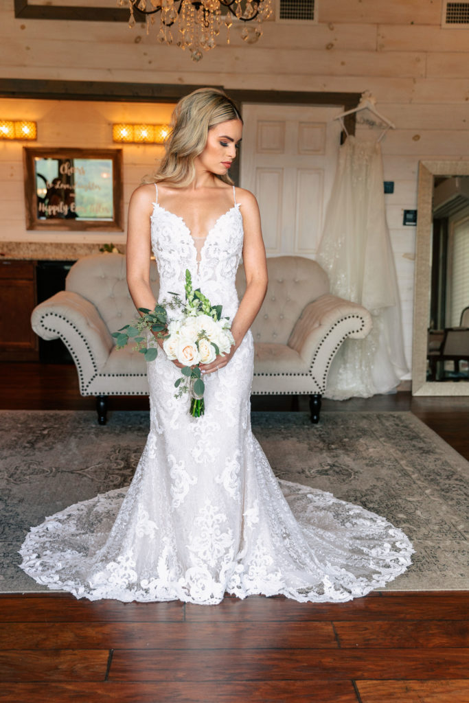 Wedding Dress | Bridal Suite | The Magnolia Venue | The Smoky Mountains | Photography by Miss Riss Photography