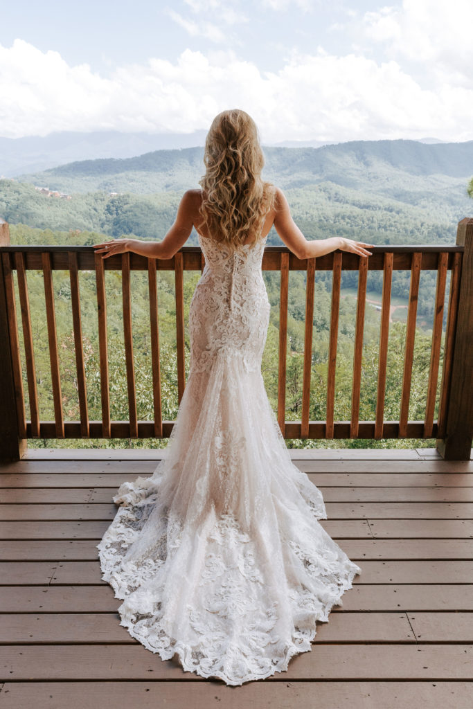 Wedding Dress | The Magnolia Venue | The Smoky Mountains | Photography by Miss Riss Photography