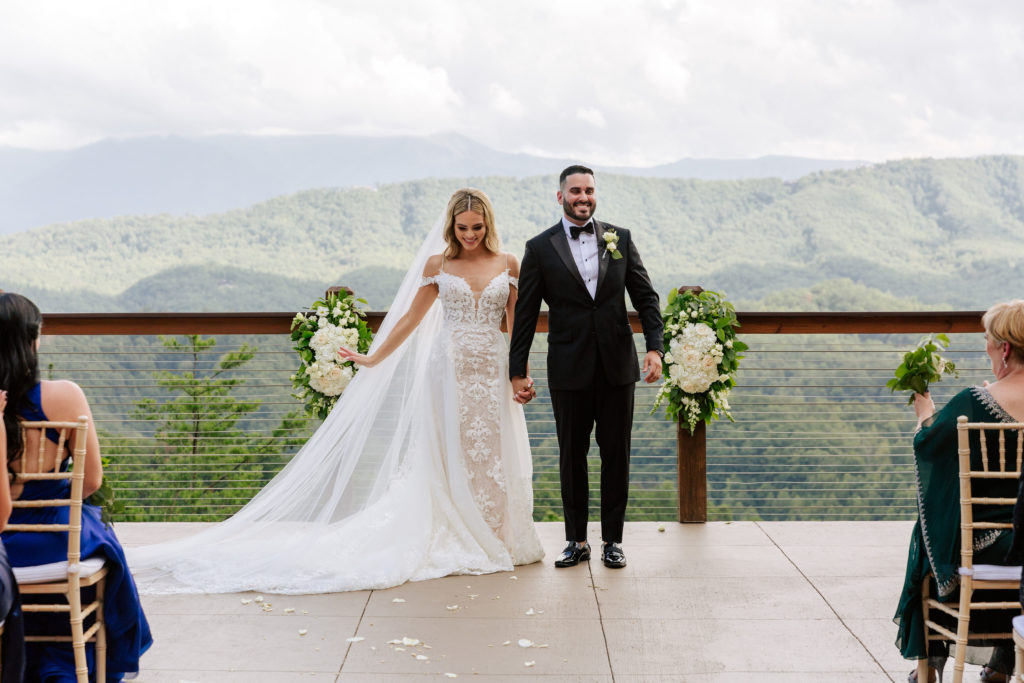 Outdoor ceremony | The Magnolia Venue | The Smoky Mountains | Photography by Miss Riss Photography
