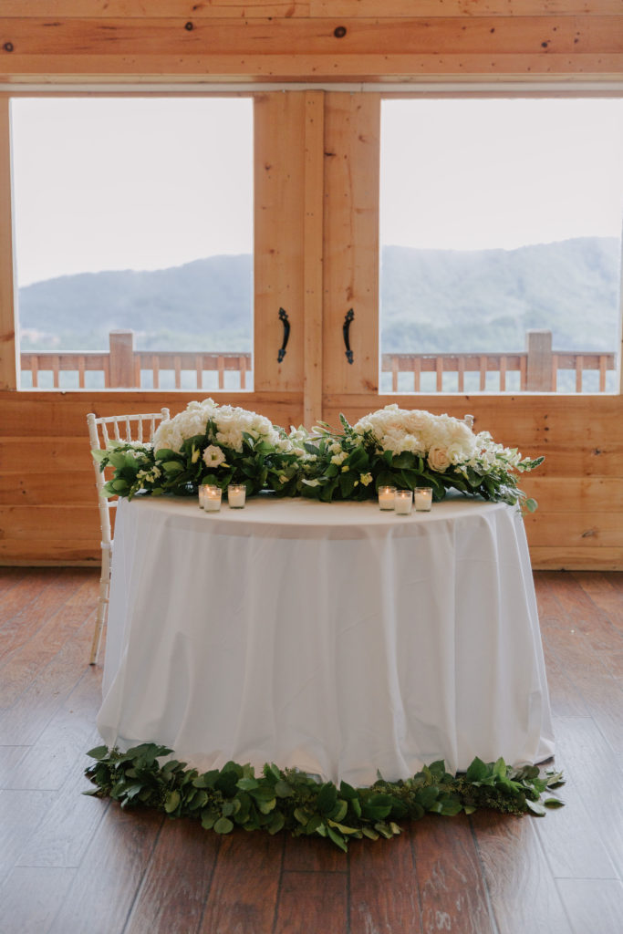 Sweetheart Table | The Magnolia Venue | The Smoky Mountains | Photography by Miss Riss Photography