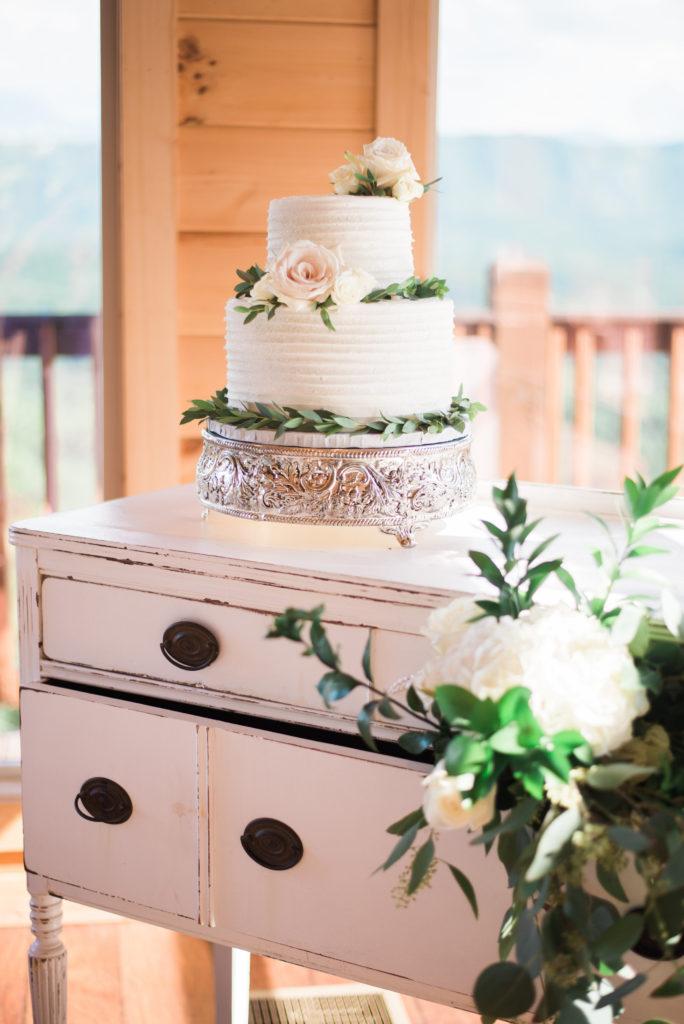 Wedding Cake   Wedding decor   Magnolia Venue   Margaret Claire   Leah Nicole Photography