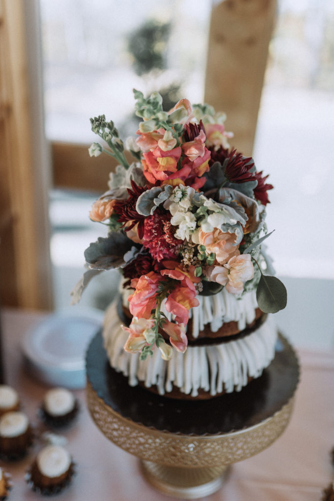Beautiful cake | The Magnolia Venue | Pigeon Forge, TN | Derek Halkett Photography