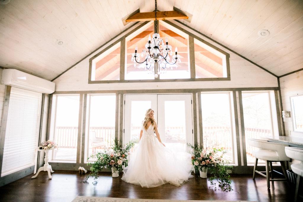 Bridal Portrait | The Magnolia Venue | Devynn Crawford Planning | Thistle & Lace Florals | Jessica Lee Photography