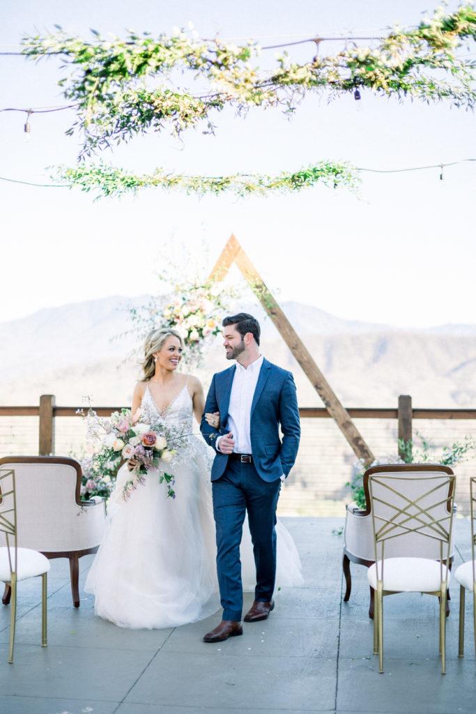 Couple Portrait | The Magnolia Venue | Devynn Crawford Planning | Thistle & Lace Florals | Jessica Lee Photography