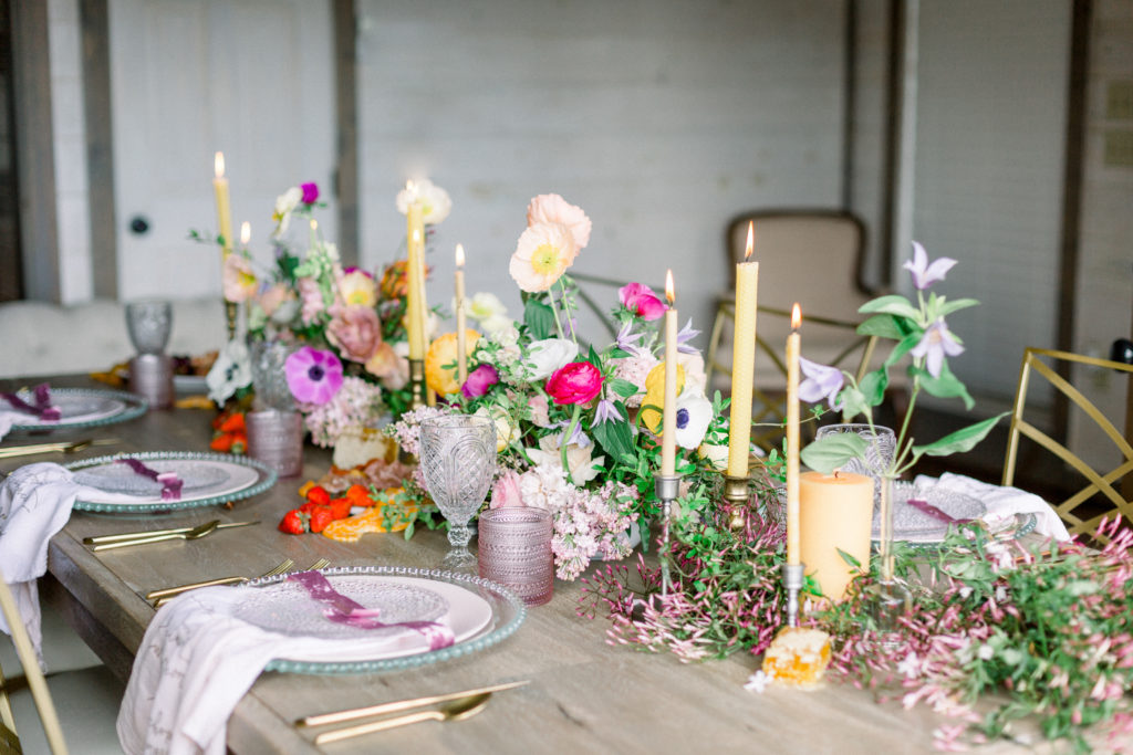 Table Decor | The Magnolia Venue | Devynn Crawford Planning | Thistle & Lace Florals | Jessica Lee Photography