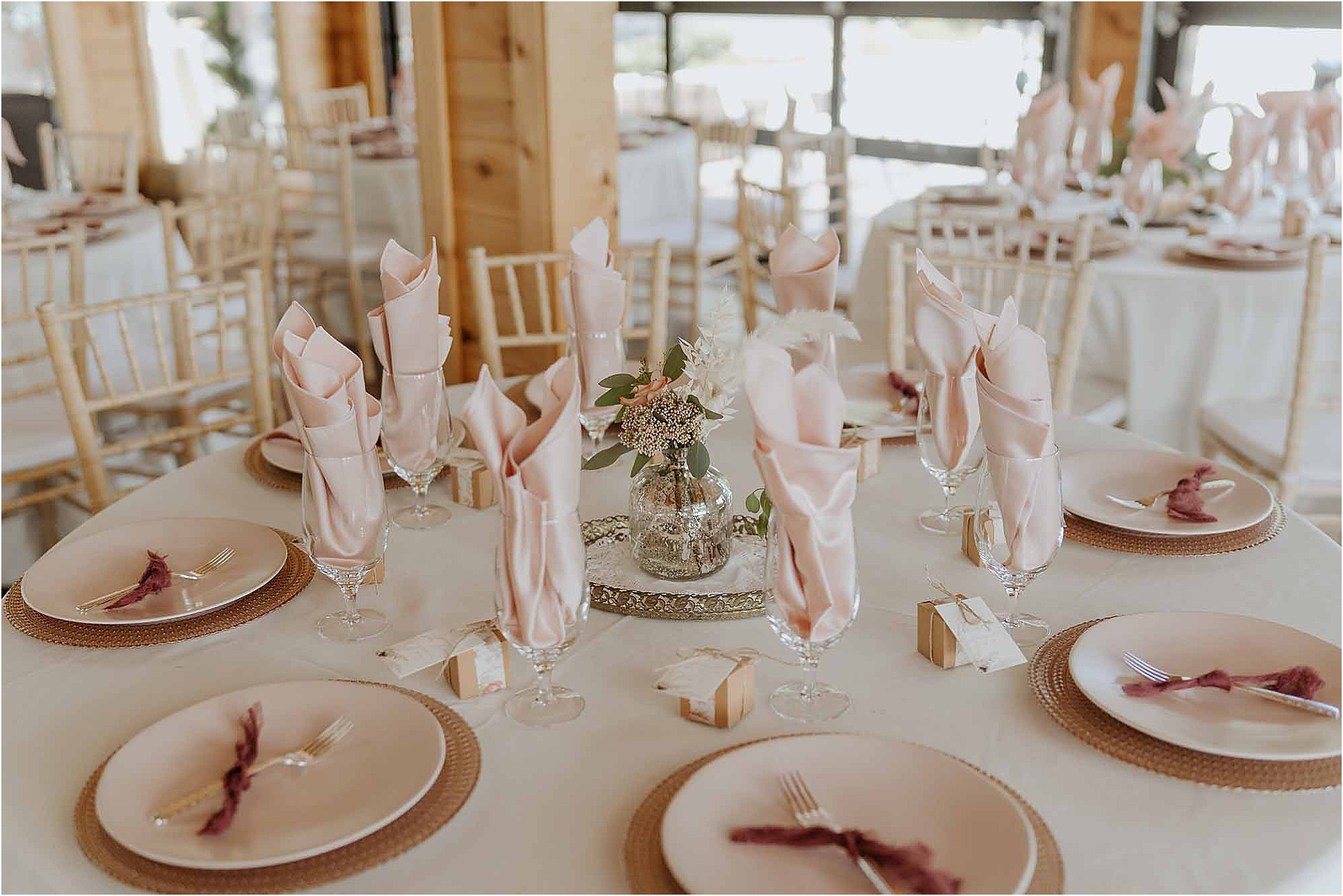 reception decorations with pink napkins