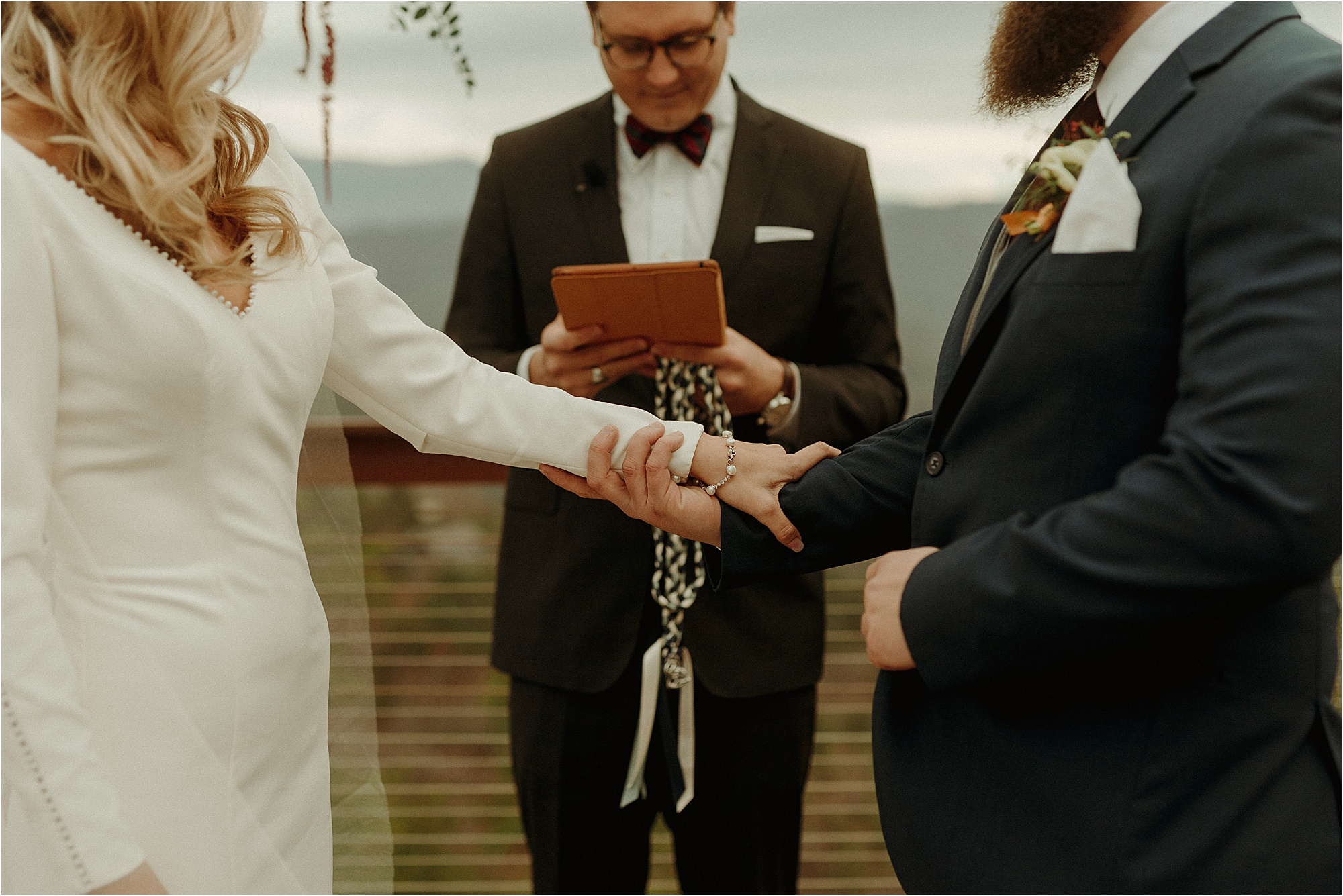 knot-tying ceremony at wedding